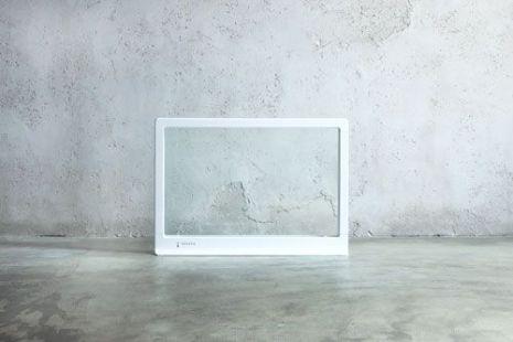 透明ガラスを使ったスタイリッシュなパネルヒーターが発売開始へ