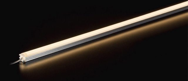 パナソニックから、狭い造作スペースにも設置可能なスリム照明器具