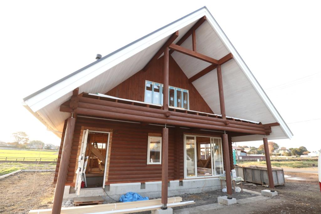 栃木県真岡市内、「木の家」ログハウス注文住宅完成に近づいてきました!