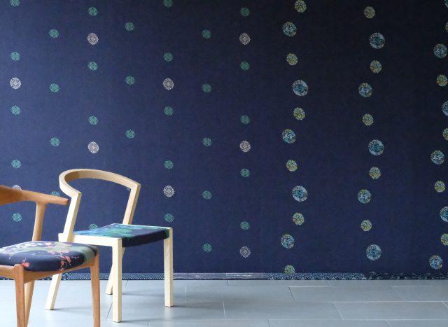 デニム生地と京友禅染めを融合させた「壁紙」を製品化、発表へ