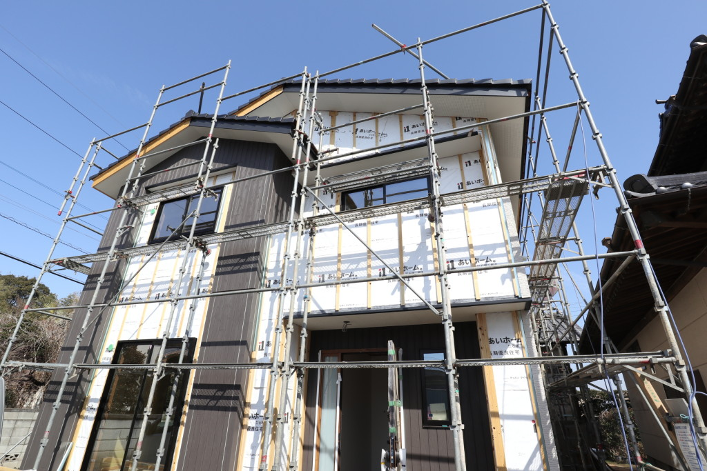 茨城県筑西市「和モダンな注文住宅」外壁の雰囲気が少しずつ見えてきました!