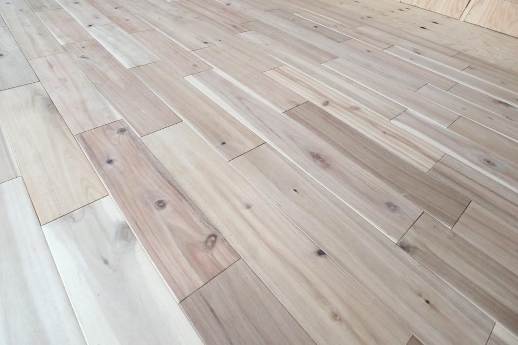 茨城県注文住宅「スタイリッシュな平屋」無垢の床板も良い感じ!