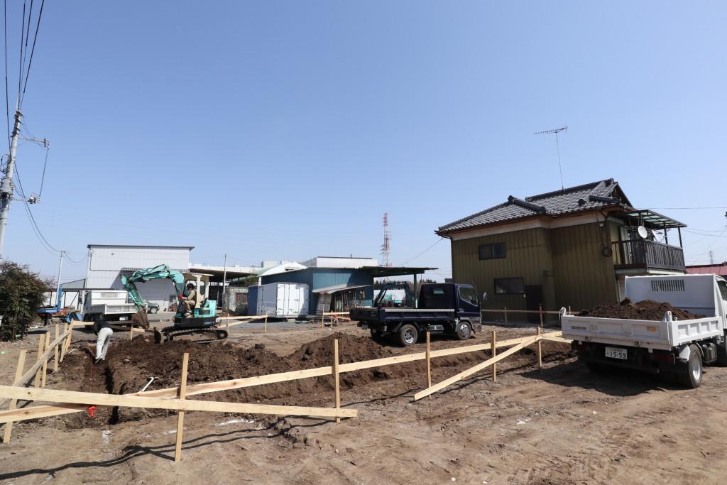 茨城県筑西市「総タイル貼りの二世帯注文住宅」基礎の根掘りが始まりました!