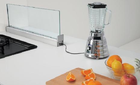 クリナップから、対面キッチン用のコンセント付きフロントスクリーン発売へ
