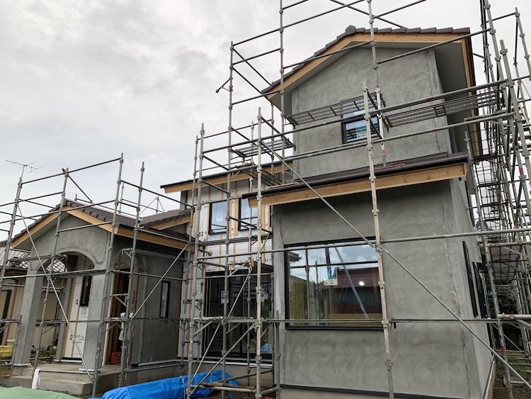 茨城県筑西市「吹き抜けのある注文住宅」外壁の下塗りが始まりました!
